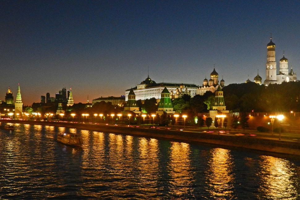 Moskau Kreml bei Nacht