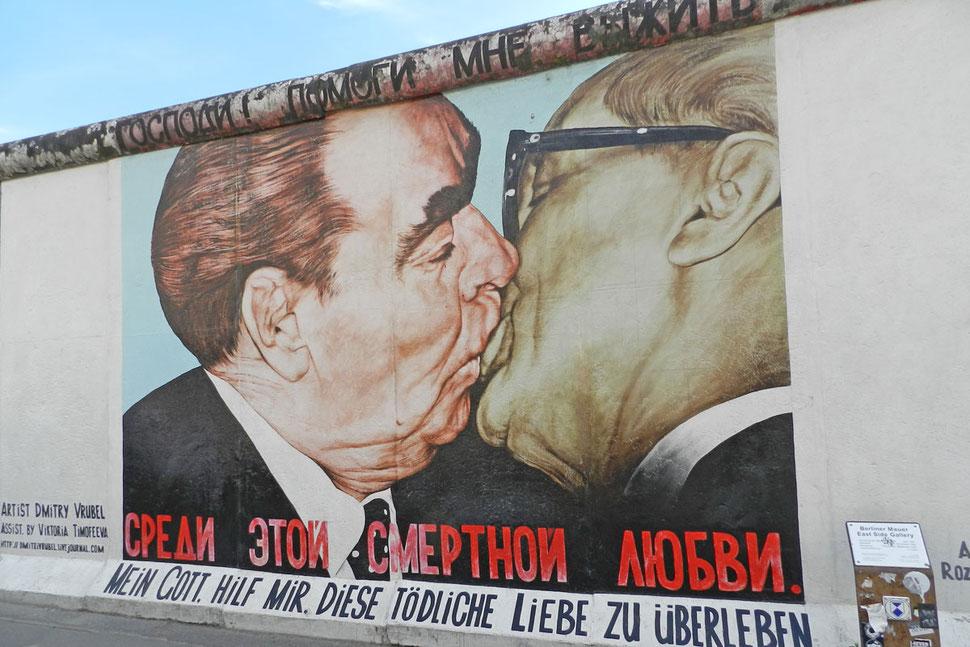 """Vrubel """"Mein Gott, hilf mir, diese tödliche Liebe zu überleben"""" an der Mauer in Berlin East Side Gallery"""