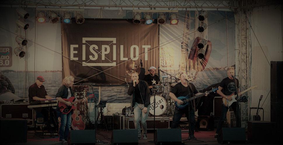 """EISPILOT: v.l. Jürgen """"Kulle"""" Peters (Keys), Mick Gruschel (Guitar), Christoph Busch (Vocals), Marcus """"Marci"""" Berger (Drums), Walter Kuhlmann (Bass), Detlef Reinert (Guitar)"""