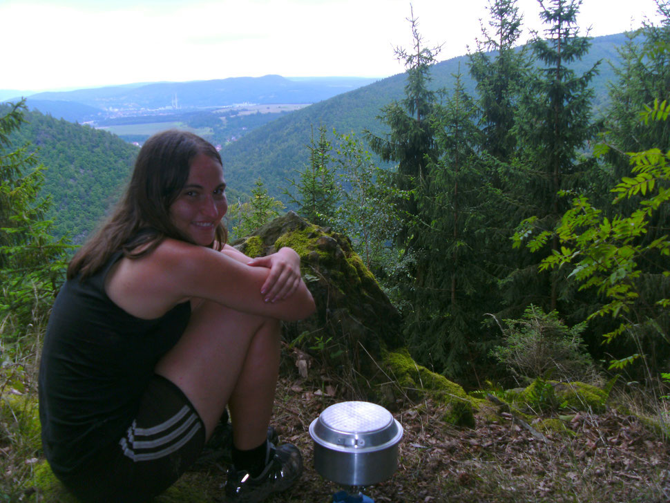 Anja beim Kochen mit Aussicht