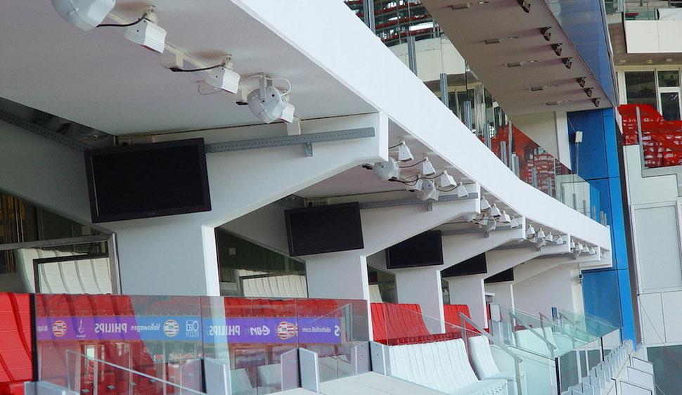 Heizstrahler für VIP-Tribühne in einem Fußballstadion