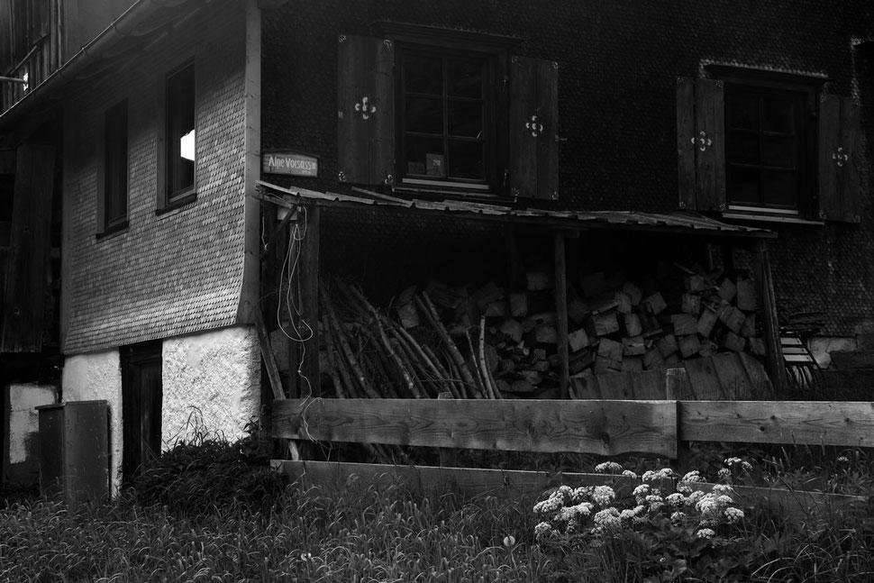 Eine Hütte aus Holz