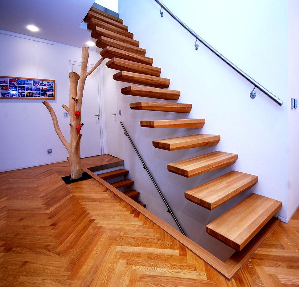 Holztreppe aus Eichenholz, Eichenholztreppe, Treppe aus Eiche