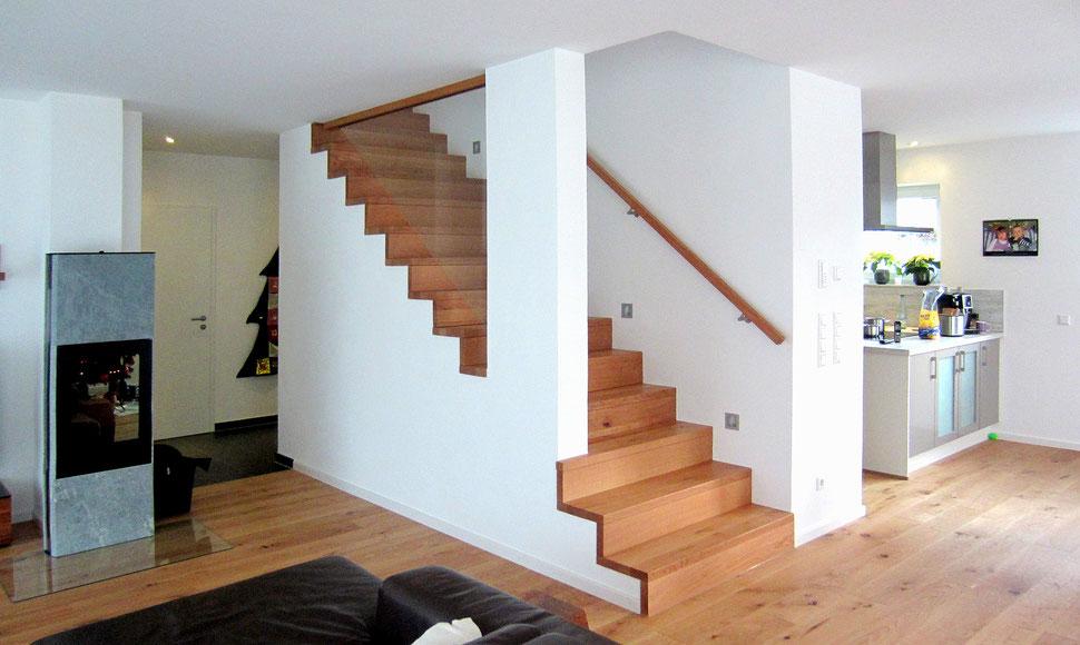 Bucher Treppen - moderne Holzstufen für Betontreppen. Massive Holzstufen auf Beton, Treppenherstellung mit Präzision: CAD gestützt - 50 Jahre Erfahrung