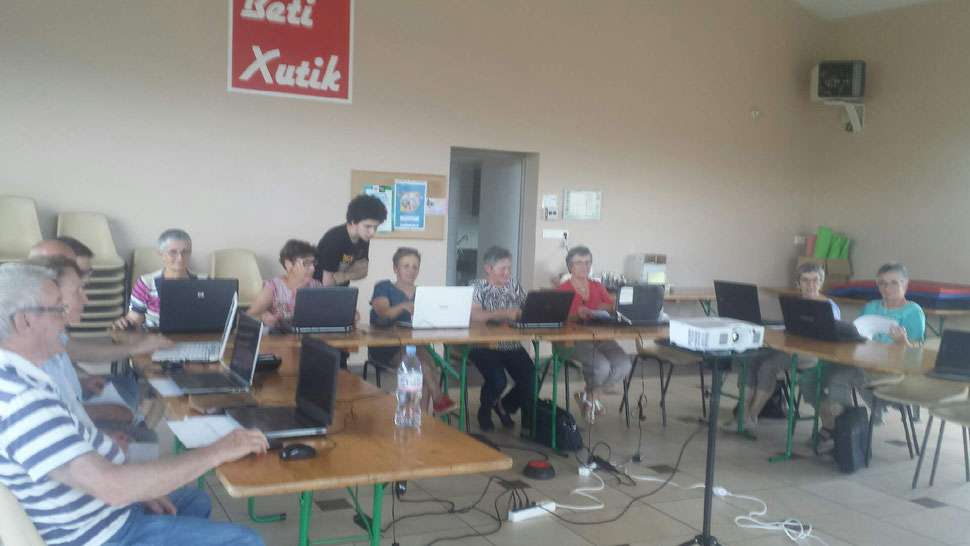 L'UDCCAS et la Mairie ont permis aux retraités de pouvoir participer, librement, à 5 séances d'Atelier Informatique.
