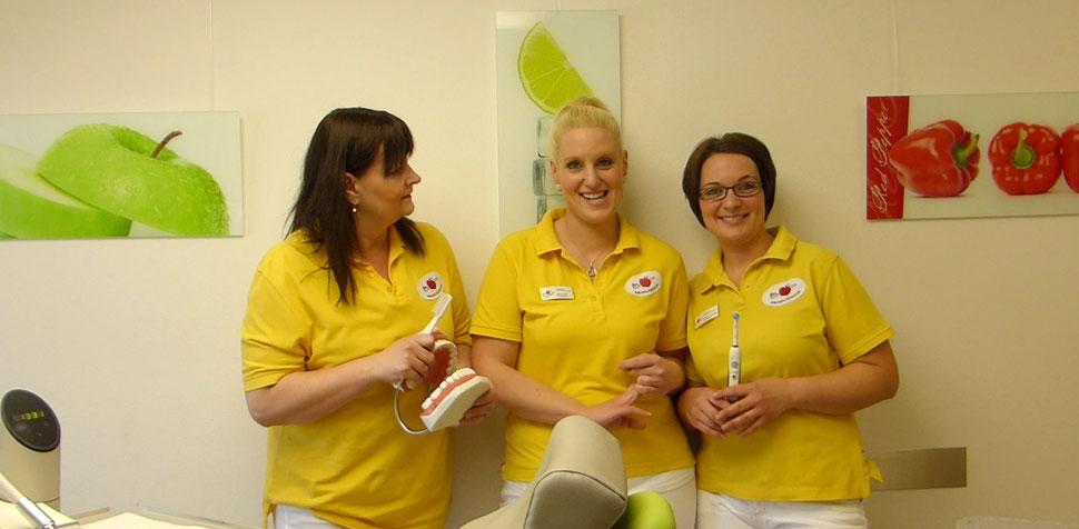 Prophylaxe-Team der Zahnarztpraxis Dr. Brandt und Löwe in Verl