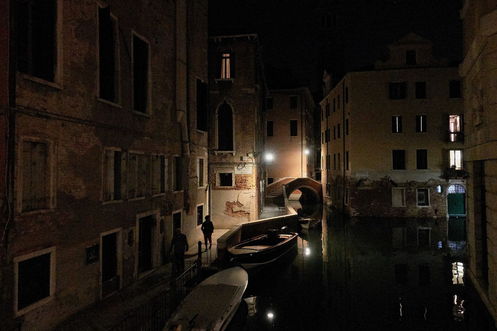 The image shows the photograph of a red umbrella with white dots from above.