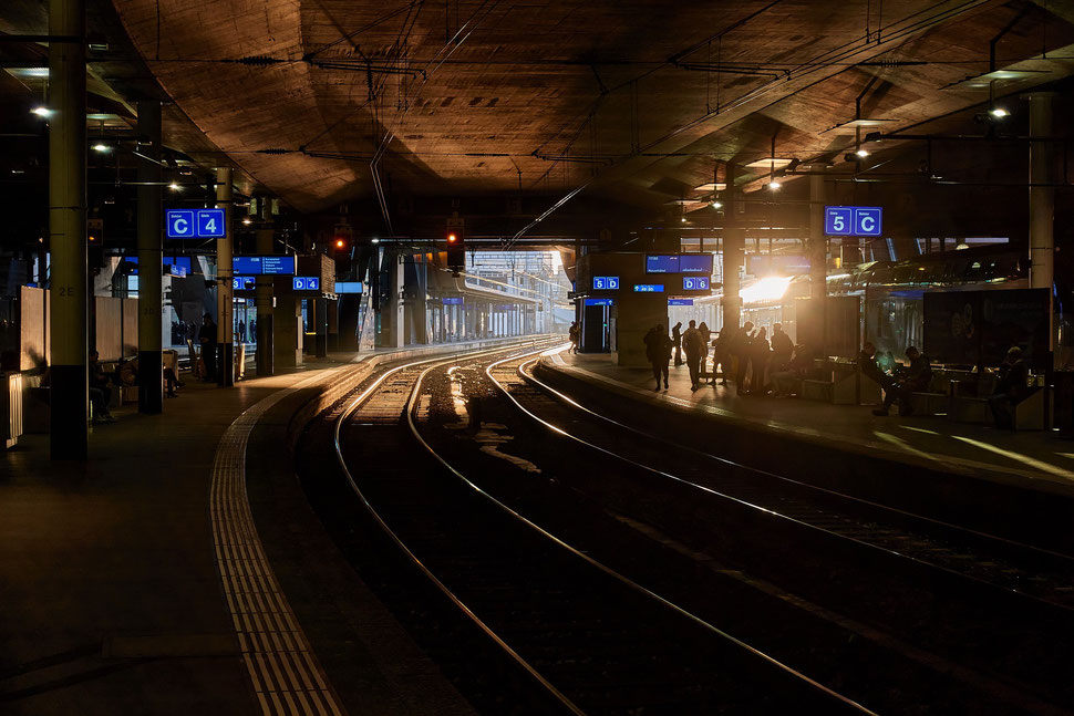 The image shows the photograph of a snippet of the Elbphilharmony building in Hamburg (Germany).