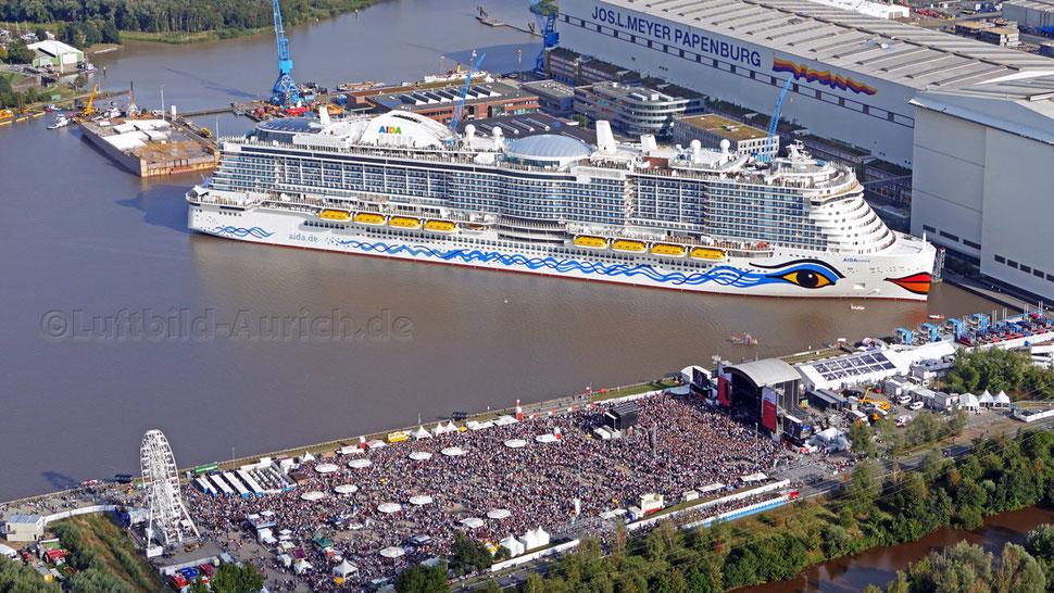 Die AIDAnova auf der Papenburger Meyer-Werft während des NDR2-Musik-Festivals
