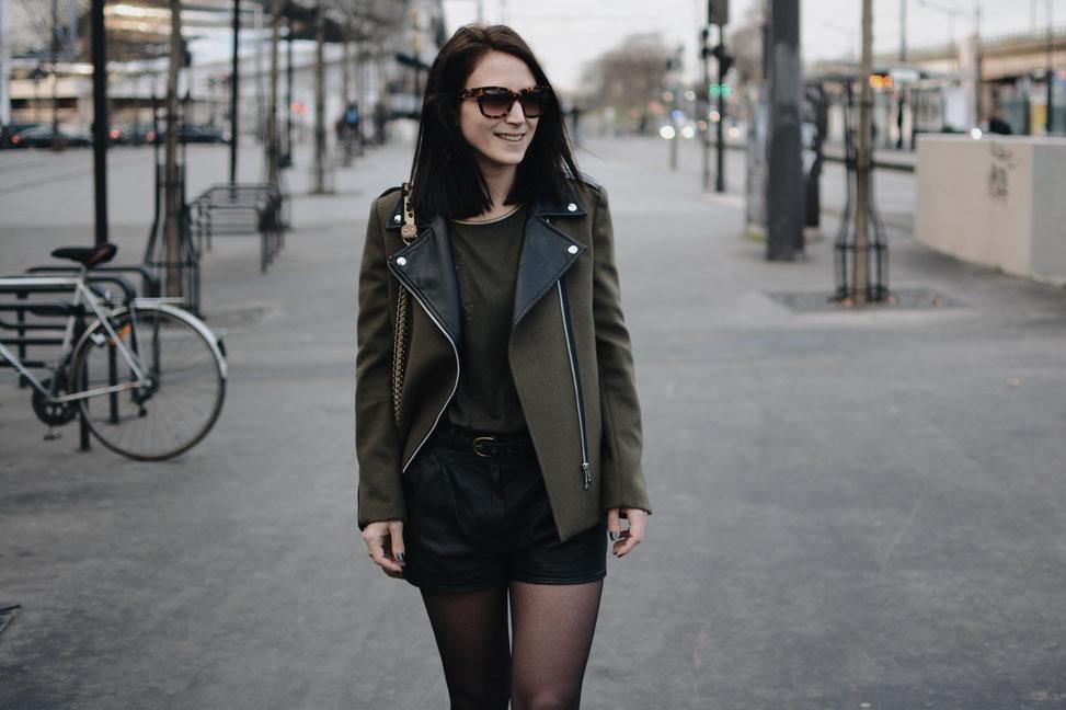 short cuir noir