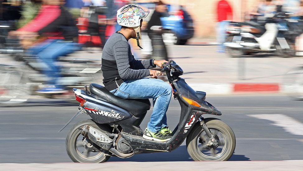 Zweiräder sind angesichts der vielen engen Gassen und der günstigen Anschaffungskosten sehr beliebt.
