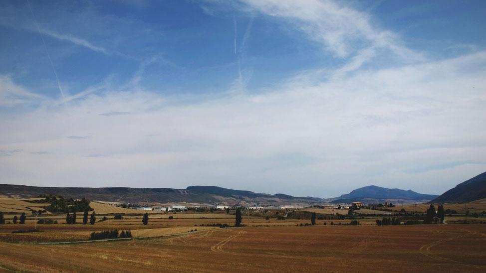 bigousteppes pampelune espagne champs route ciel bleu
