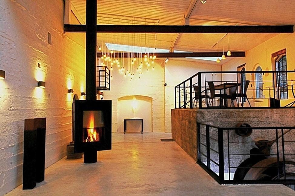 eine Feier mit Kaminfeuer in der Mastertmühle