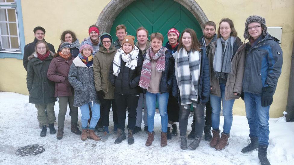 Gruppenfoto (alle Freiwilligen aus Russland, Frankreich, Großbritannien, Rumänien, Estland und der Slowakei)
