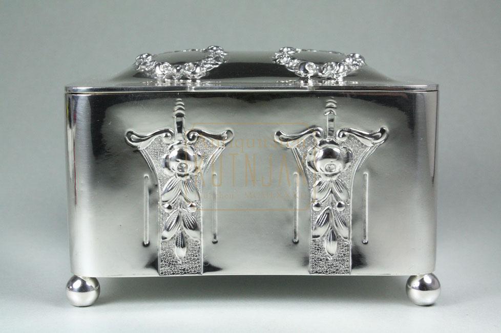Jugendstil Silber Zuckerdose, Lippa & Co. Wien um 1910,Gewicht 380 Gramm, 13 cm lang x 9,5 cm tief x 9 cm hoch