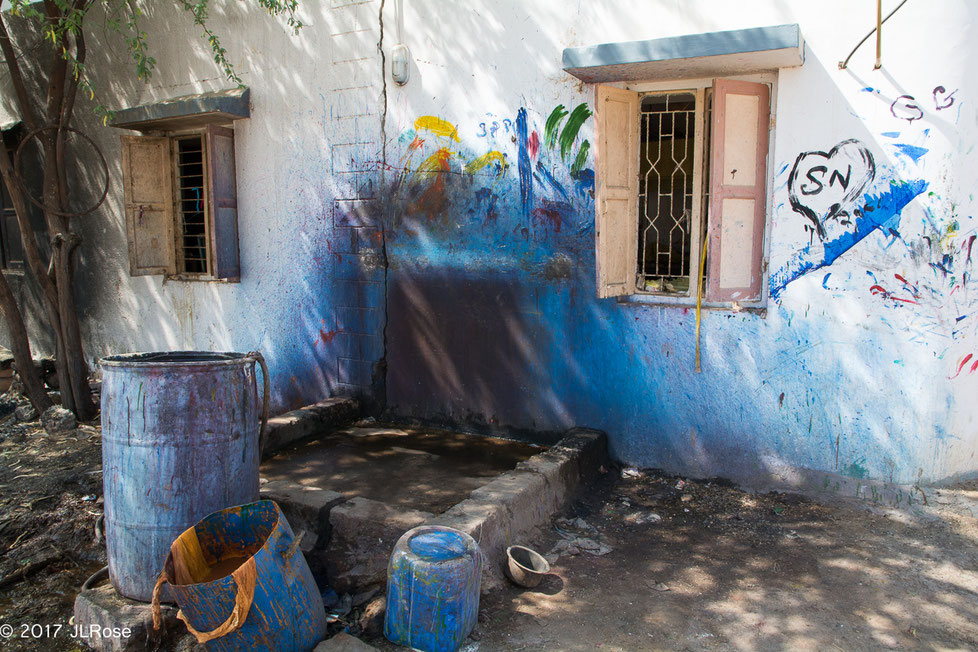 Lieu de préparation des bains de couleurs dans un atelier d'impressions de tissus imprimés (Bhuj - Gujarat)