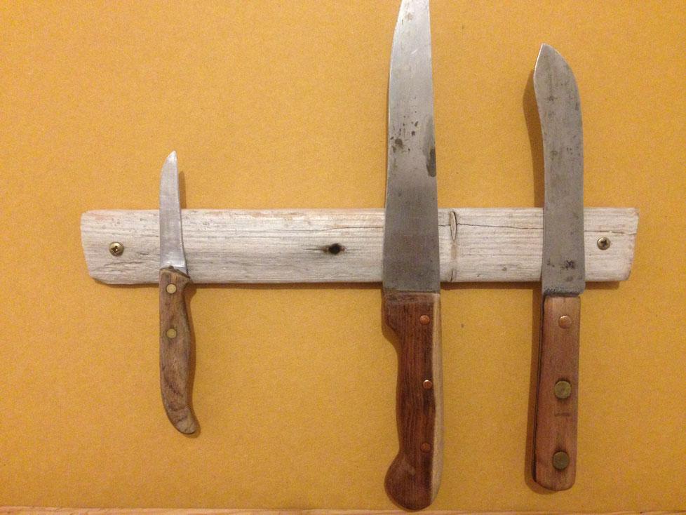 Maße: 34 x 4,5 x 2 cm     //     Platz für 4 Messer     //     Preis: 44 €