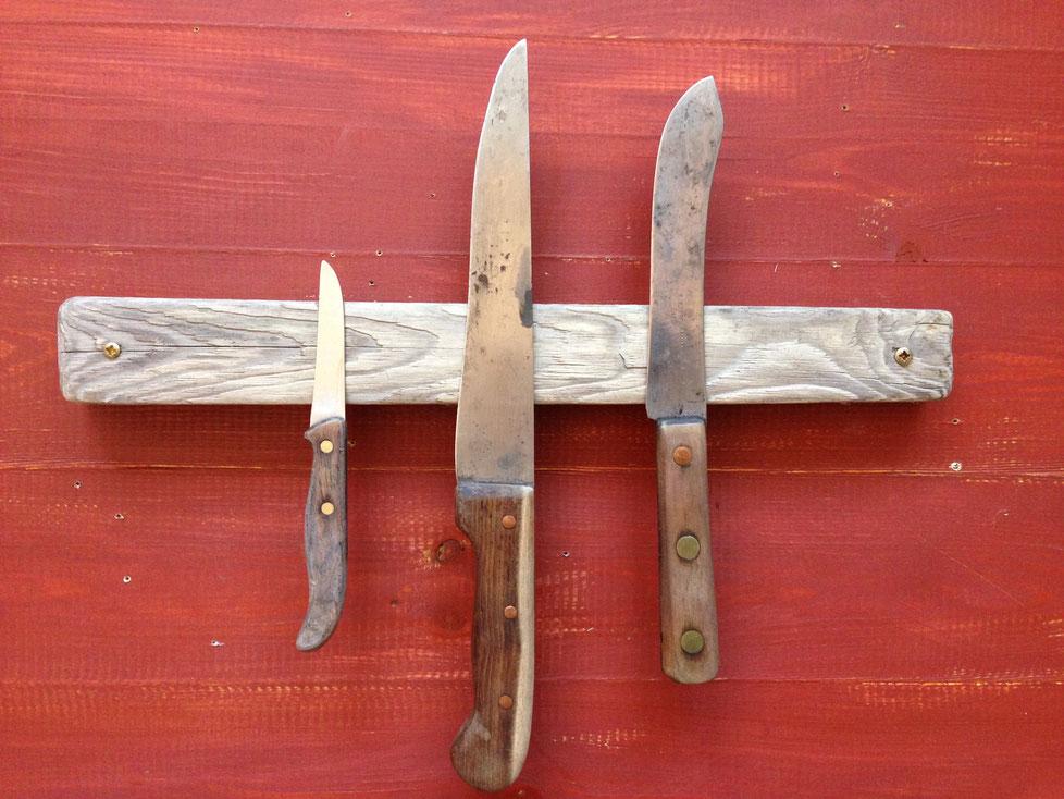 Maße: 40 x 4,5 x 2,8 cm     //     Platz für 5 Messer     //     Preis: 52 €