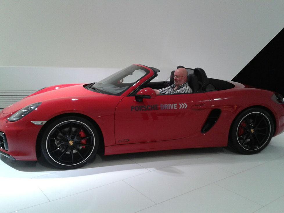 Am 23.03.15 waren wir im Porsche Museum, ich bin der Meinung, der steht mir auch gut.