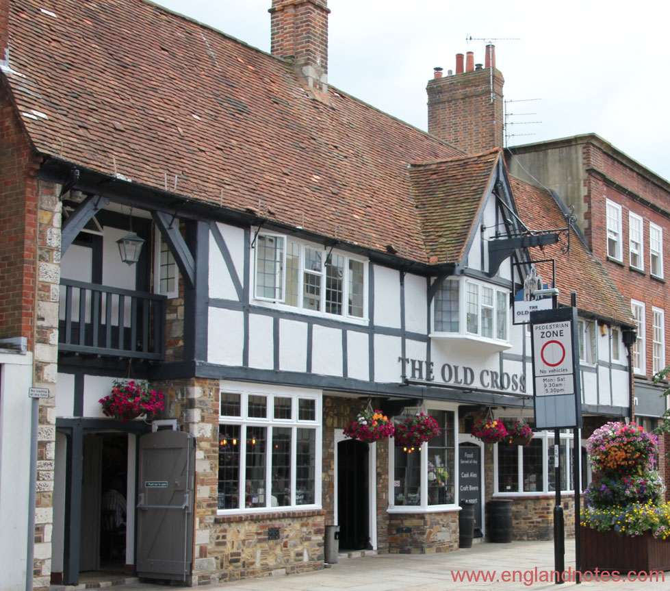 Ein englisches Pub, The Old Cross in Chichester, Sussex, England