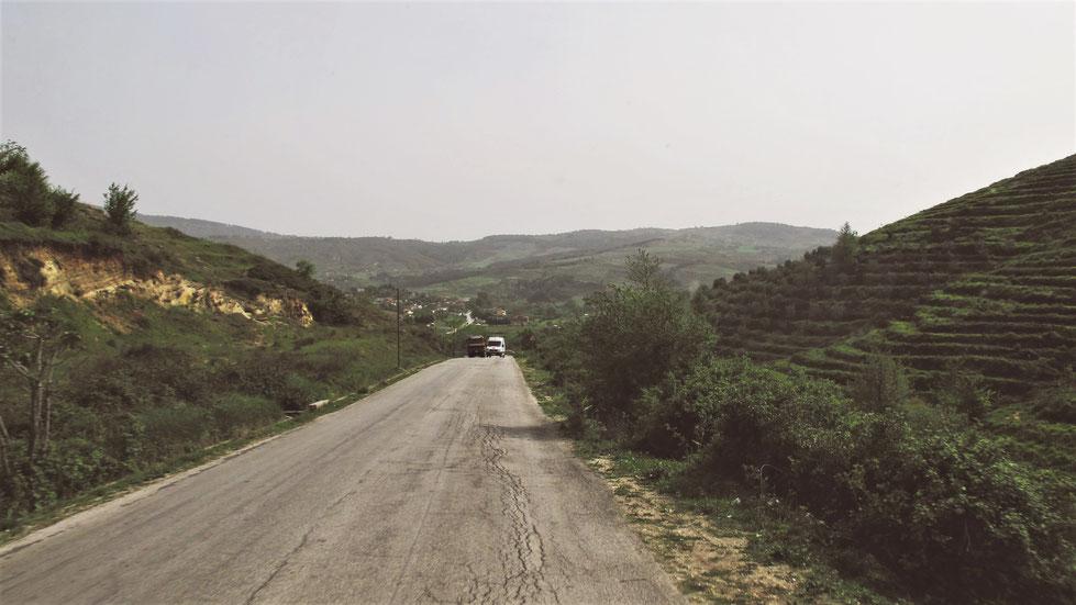 ALBANIE BIGOUSTEPPES ROUTES CAMION CAMPAGNE