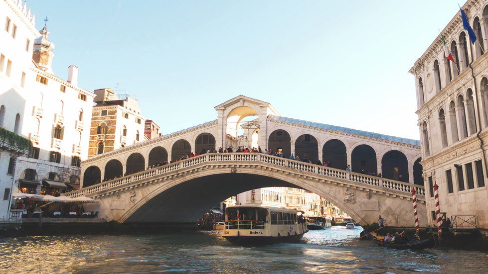 BATEAU BIGOUSTEPPES VENISE ITALIE RIALTO PONT CANAL