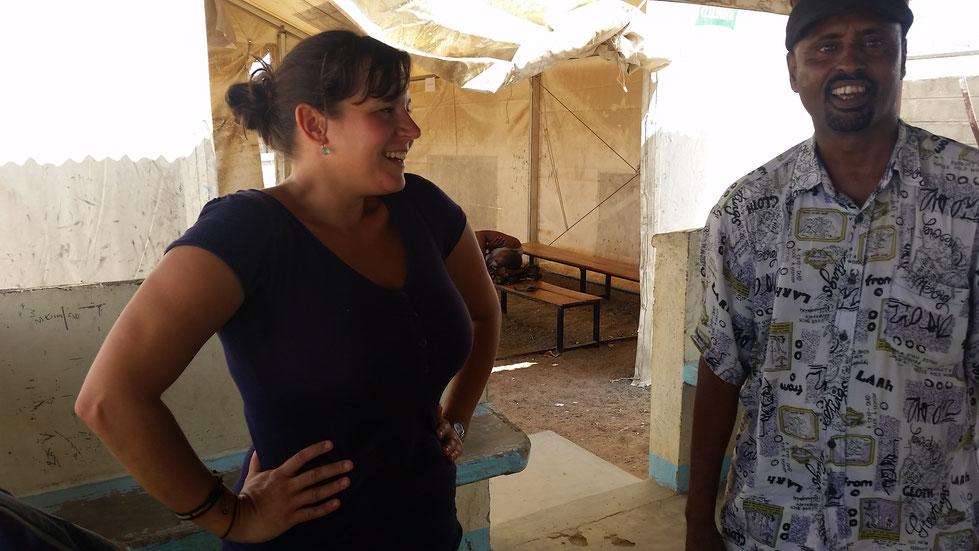 Im Flüchtlingslager Dadaab mit meinem Übersetzer.