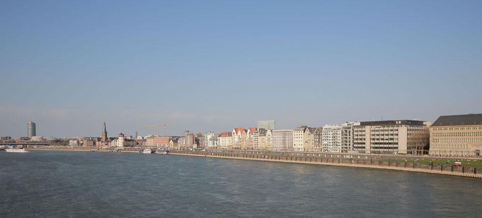 Blick Altstadt Rheinkniebrücke