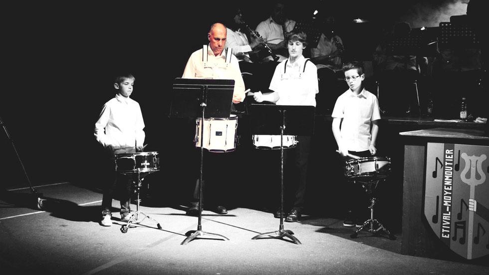 Hervé, entouré de Luca, Corentin et Aymeric, lors du concert de Printemps 2014 à Etival-Clairefontaine.