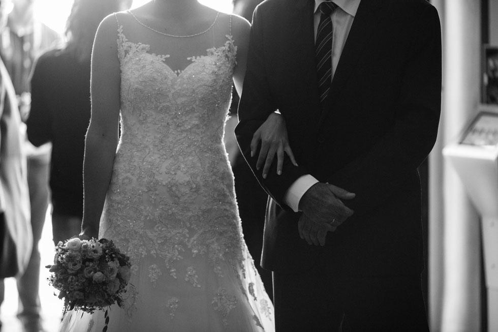 Samtweissundbling Hochzeitsfotograf Schleswig-Holstein Hochzeitsfotografin Hochzeitsfotos Reportage Anna-Sophie Rönsch wedding