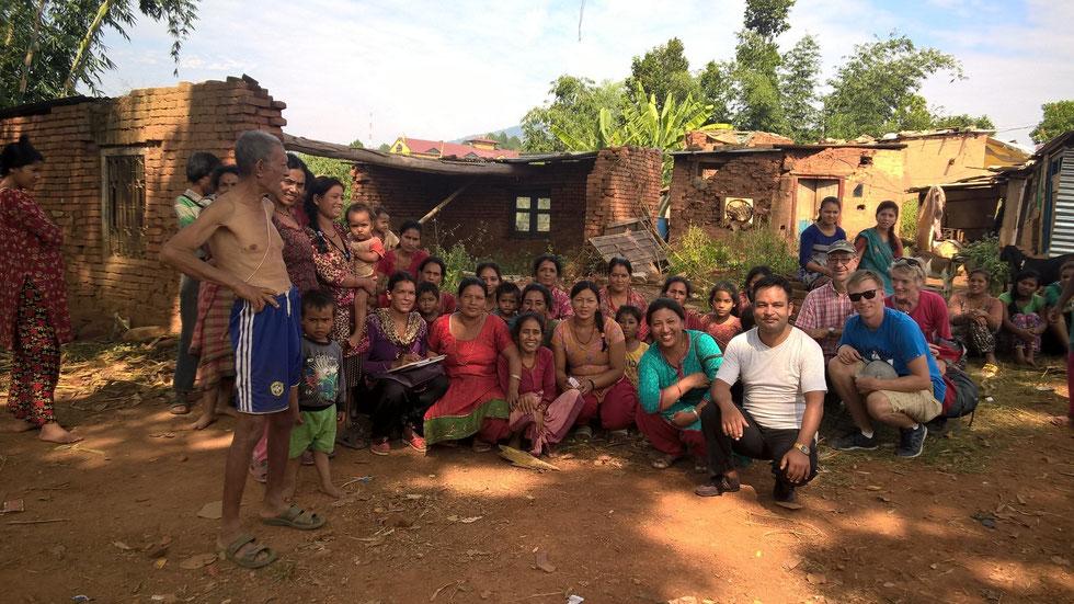 © ng - Freude bei den Dorfbewohnern von Shikarpur.