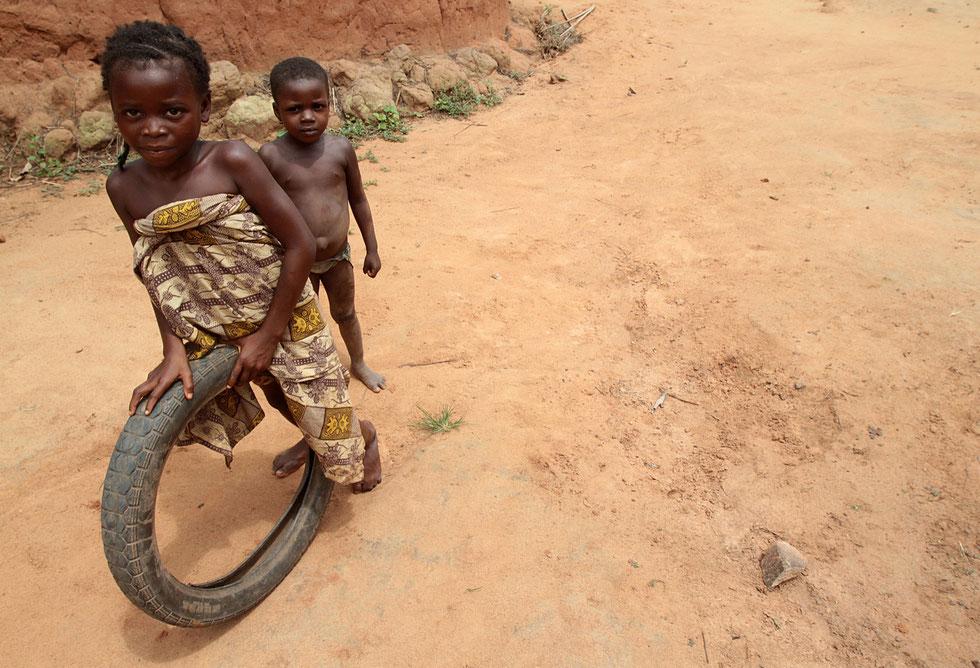 Beninese girl fun to roll an old tire. Tori.