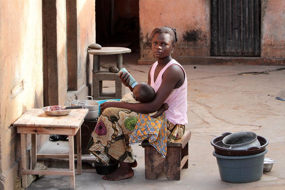 Togolese mother feeding her child. Lomé. Togo.