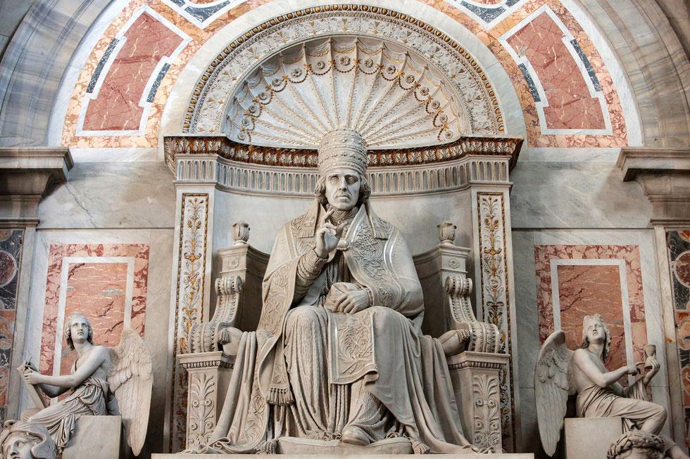Pope Pio VII. St. Peter's Basilica. Roma.