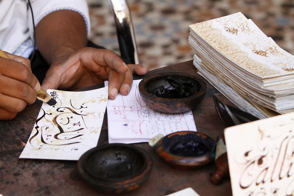 Calligraphe. Medersa Ben Youssef. Ecole coranique. Marrakech.