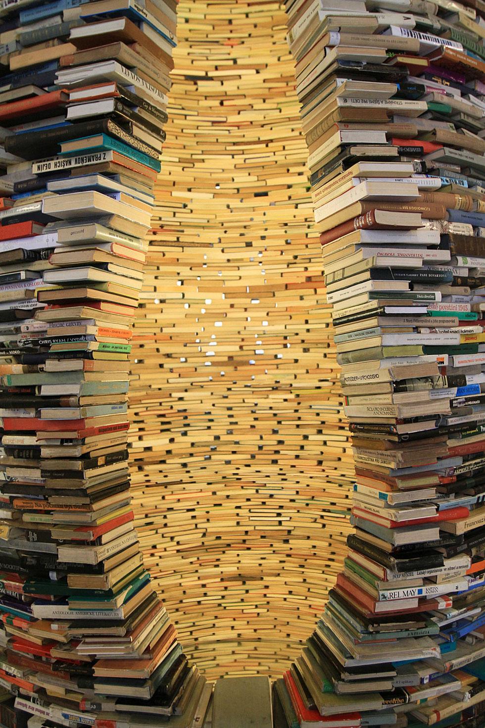 Sculpture de livres. Bibliothèque municipale de Prague.