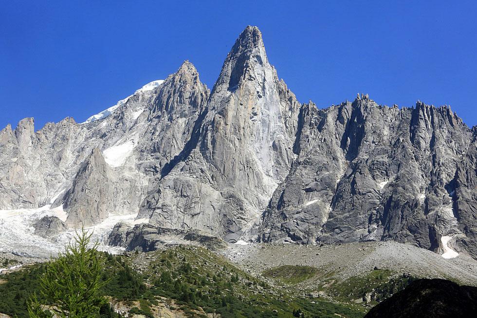 Les Drus (3754 m). Le petit Dru (3.730 m) et le grand Dru (3.754 m). Glacier du Nant Blanc. Rogon des Drus. Glacier des Drus. Aiguille Verte. Vue de la mer de Glace. Massif du Mont-Blanc. Montenvert. Chamonix Mont-Blanc. Haute-Savoie.