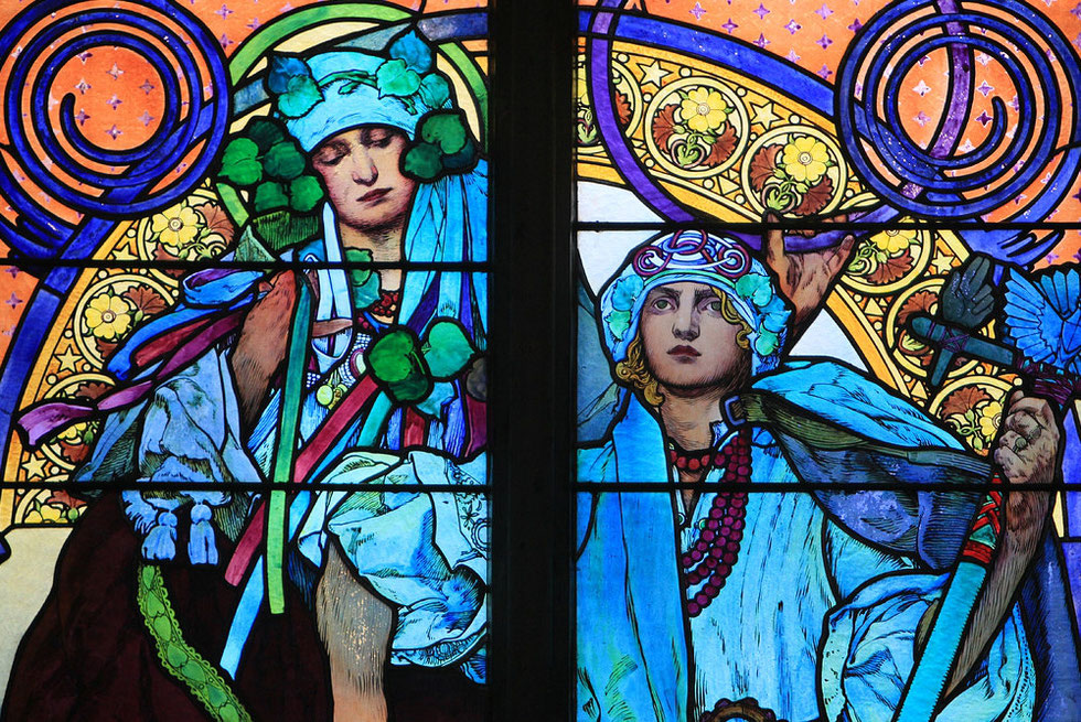 Détail d'un vitrail d'Alphonse Mucha. Cathédrale Saint-Guy Venceslas et Adalbert. Prague.
