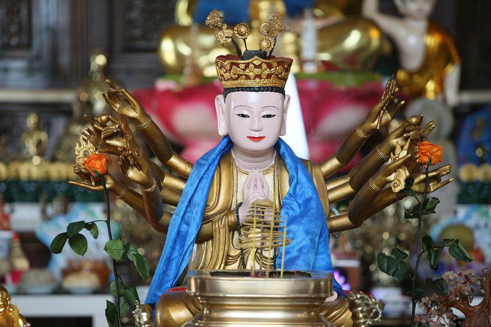 Buddha au 1.000 bras. Temple Tu An - Bonnevile. Haute-Savoie.