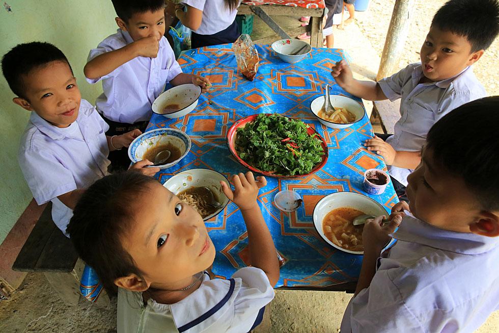 Le déjeuner. Vang Vieng. Laos.