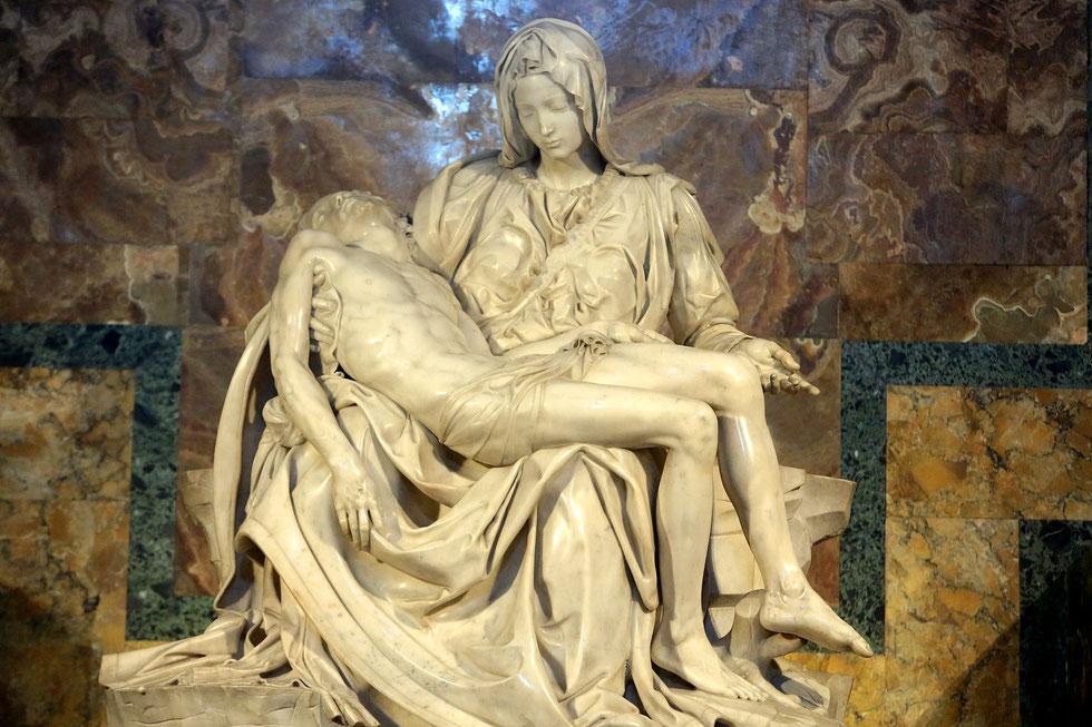 Michaelangelo's Pieta sculpture. 1499. St Peter's Basilica. Roma.