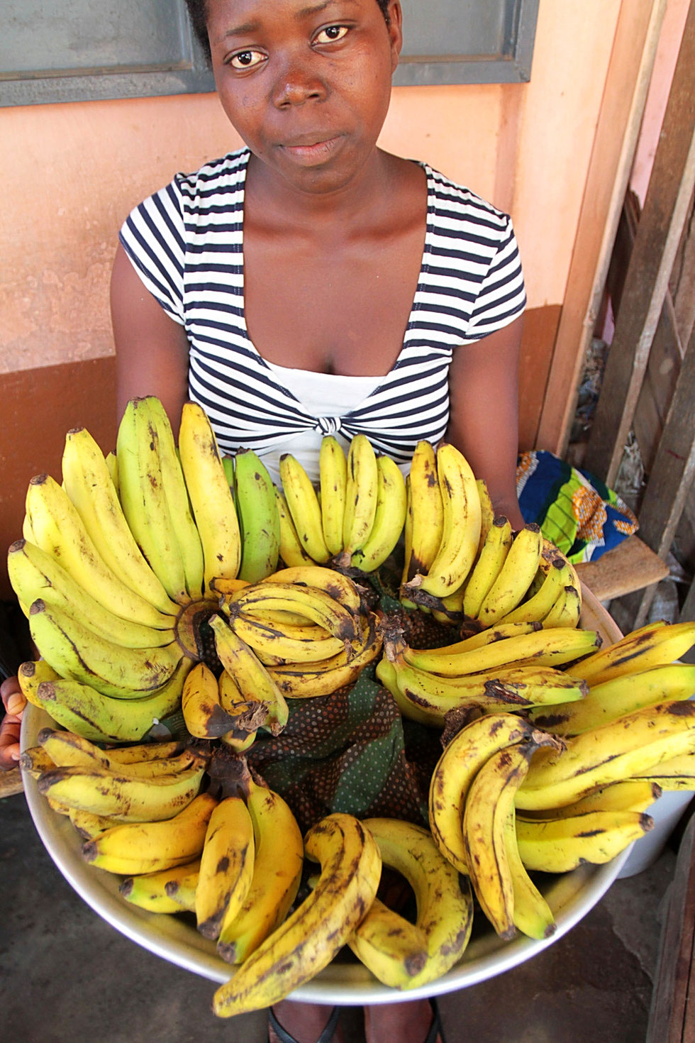 Young African woman selling bananas. Lomé. Togo.