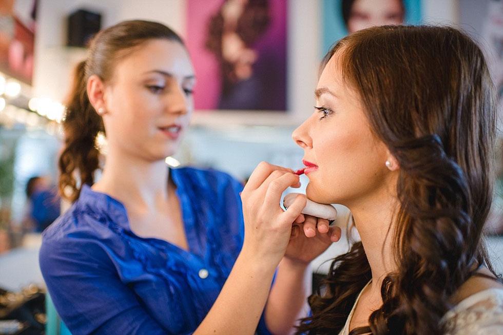 https://www.facebook.com/makeup.andreailk?fref=ts