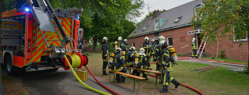 24.07.2015 - Wespennest brennt unter Dachverkleidung.