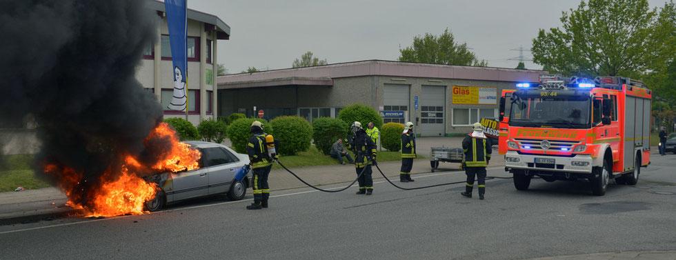 16.05.2015 - Technischer Defekt - Pkw in Flammen.