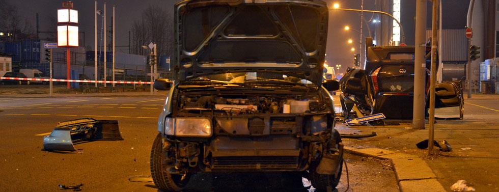 19.02.2016 - Hammerbrook - Schwerer Verkehrsunfall endet glimpflich.
