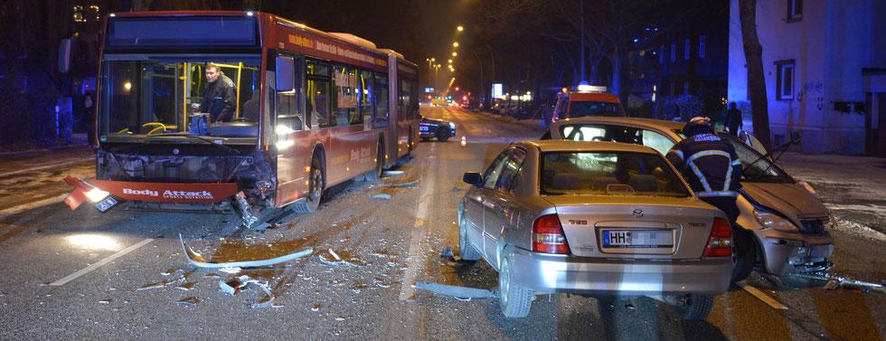 04.01.2016 - Pkw fährt in Linienbus.