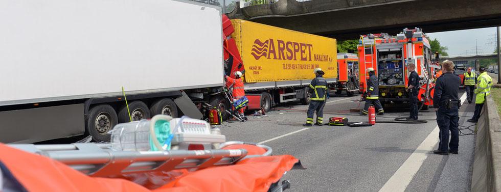 12.05.2015 - Schwerer Verkehrsunfall auf der A1.