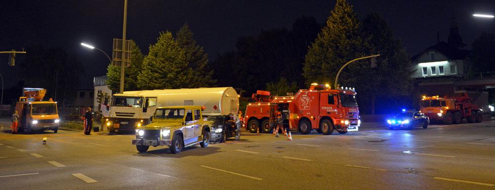 25.08.2015 - Hohe Schaar - Pkw fährt in Tanklaster.
