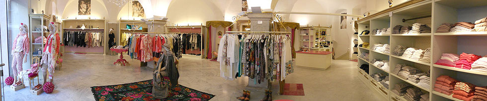 Palais Moiré - elegant & exclusive - Bozen, Obstplatz 9. Mo - Sa 9.30 - 18.30